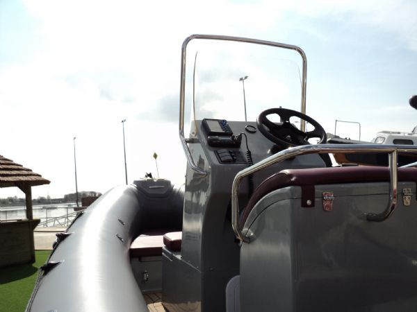 azure 520 rib with honda 75hp outboard engine - console port 8_l