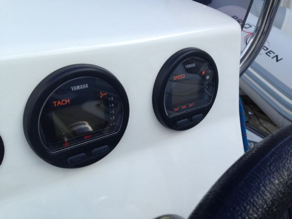 avon 620 rib with yamaha f150 four stroke - yamaha engine gauges_l