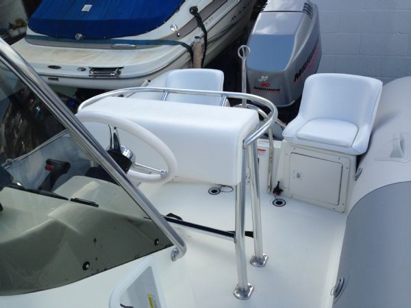 zodiac pro open 550 rib with mariner 90 four stroke - seating(3)_l