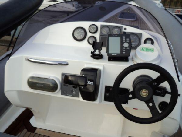 revenger 29 rib with yanmar diesel inboard - console_l