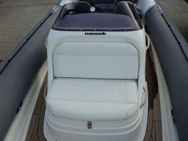 revenger 29 rib with yanmar diesel inboard - console seat_l