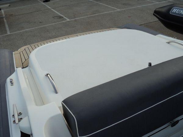 revenger 29 rib with yanmar diesel inboard - engine cover_l