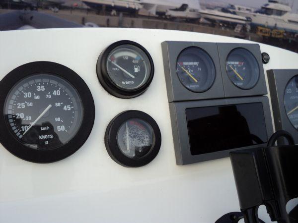 revenger 29 rib with yanmar diesel inboard - gauges_l