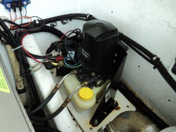revenger 29 rib with yanmar diesel inboard - power steering pump_l