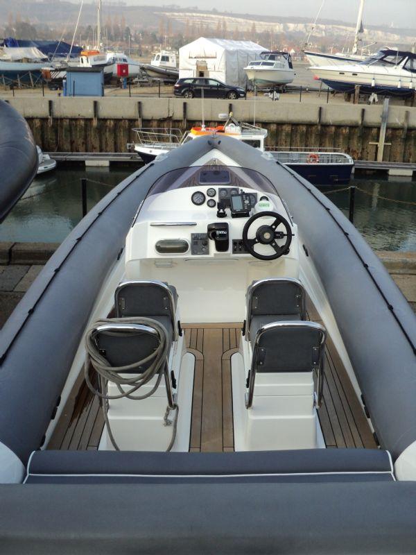 revenger 29 rib with yanmar diesel inboard - seating_l