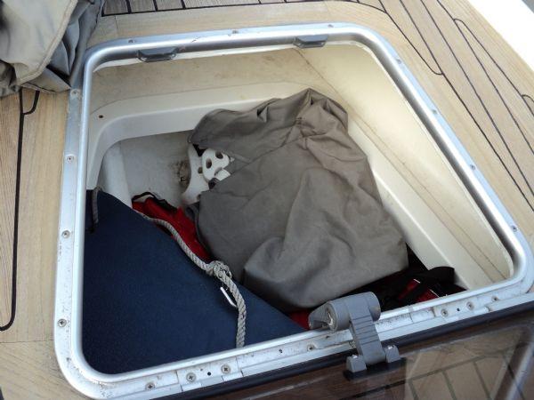 revenger 29 rib with yanmar diesel inboard - storage locker_l