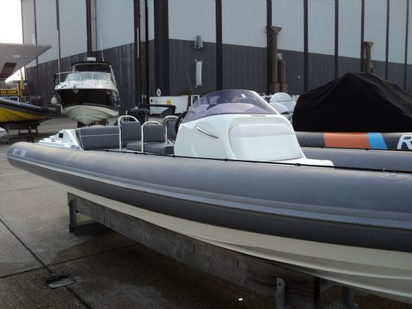 revenger 29 rib with yanmar diesel inboard - tubes_l