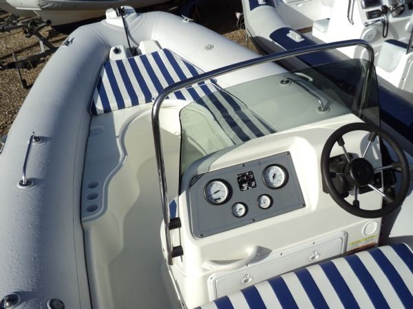 zodiac medline ii rib with honda 150 - console and bow seating_l