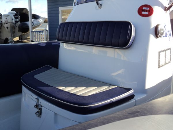 avon 580 rib with yamaha f 115 outboard - console seat_l