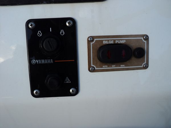 avon 580 rib with yamaha f 115 outboard - ignition and bilge switch_l