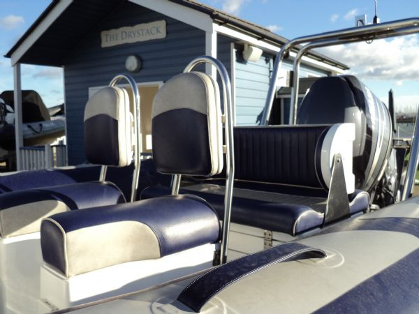 avon 580 rib with yamaha f 115 outboard - seating_l