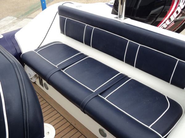 revenger 29 with evinrude 250 ho - rear bench seat_l