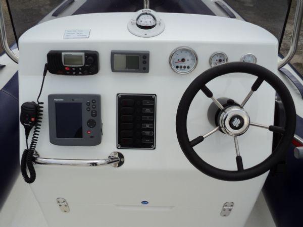 console with instrumentation on avon adventure 620 rib_l