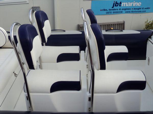 four single jockey seat layout on avon adventure 620 rib_l