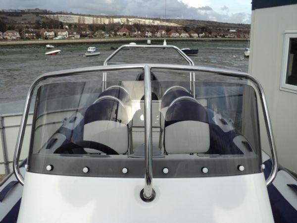 high wind shield on console of avon 620 rib_l