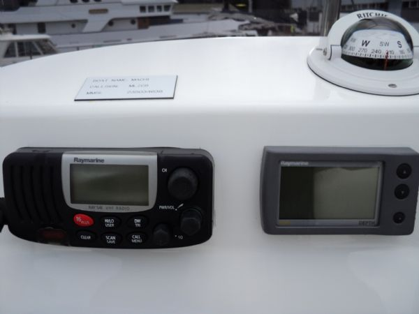 raymarine vhf radio and depth finder on avon 620 rib_l