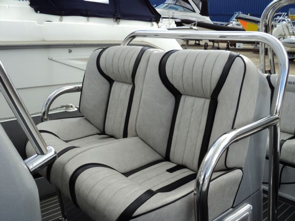 cobra nautique 7.6 rib with mercury verado 250 - helm and passanger seat_l