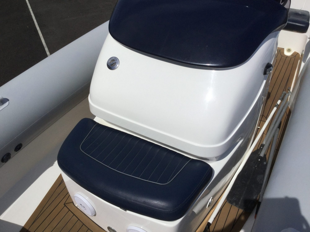 Brokerage - 1600 - Cougar R9 RIB with Steyr Diesel inboard - Console Seat 2