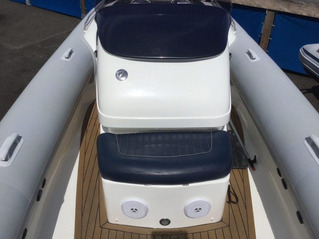 Brokerage - 1600 - Cougar R9 RIB with Steyr Diesel inboard - Console seat 1