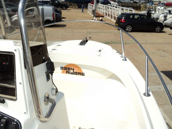 Boston Whaler Outrage 18 with Yamaha 200HP High Pressure