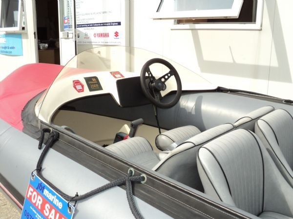 avon searider rib with yamaha 50hp outboard - console_l