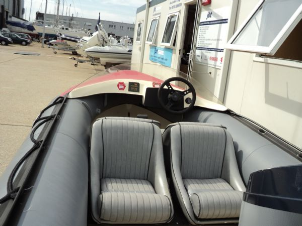 avon searider rib with yamaha 50hp outboard - seating_l