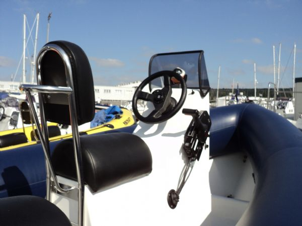 humber 5.5m rib mariner 90hp - helm and console_l
