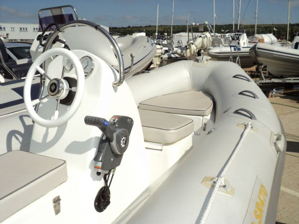 stock - excel 470 evinrude 60hp - tag 1135 console and seating_l