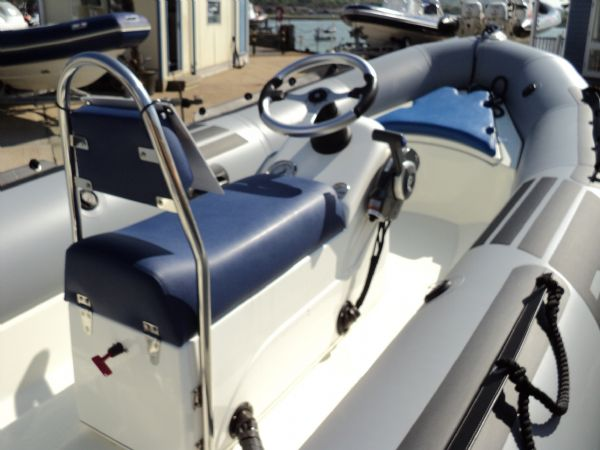 zodiac pro 7 with evinrude 50 - helm_l