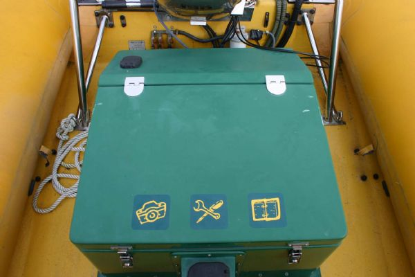 locker on camel trophy rib with honda 130hp outboard_l