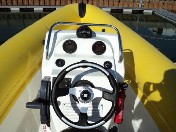 ring 6.5m rib legend with yamaha 115 - helm_l