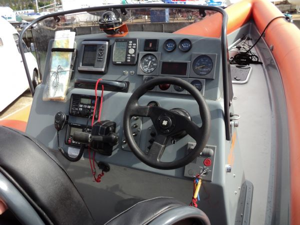 scorpion 27 with yanmar 315 - helm position_l