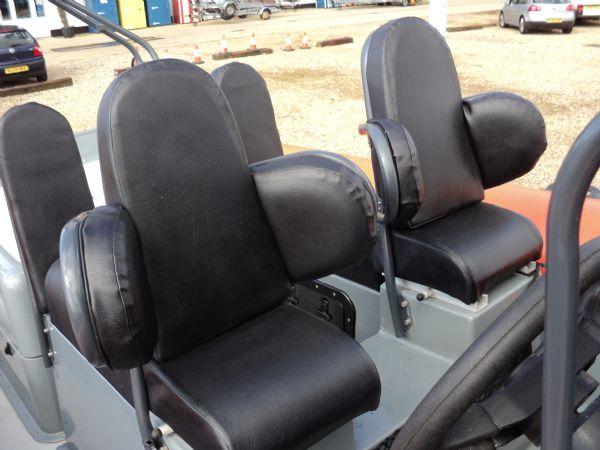 scorpion 27 with yanmar 315 - helm seat_l