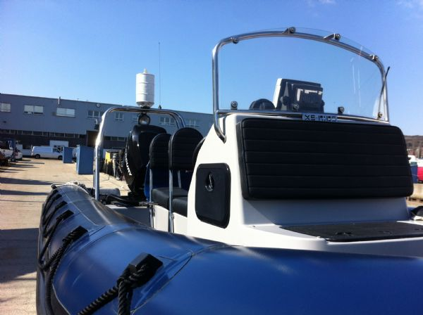 xs-rib 700 with merc 225 - console front_l