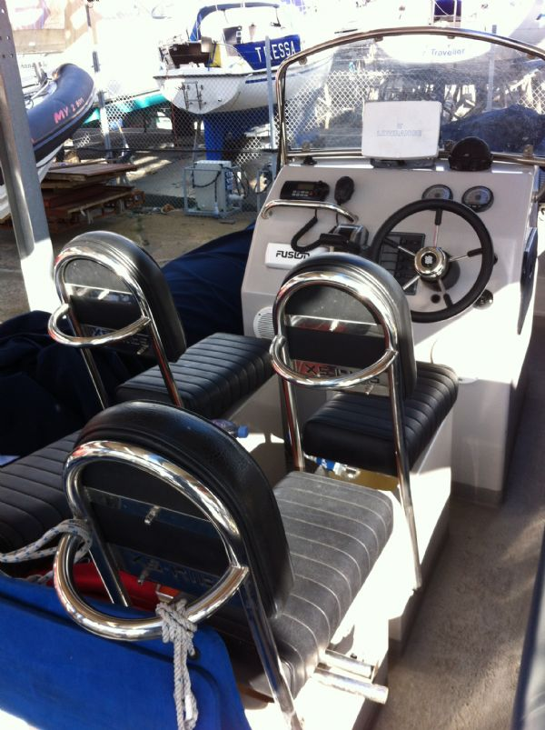xs-rib 700 with merc 225 - seating_l