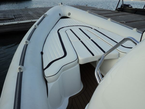 cobra 7.6 with yamaha diesel - bow_l