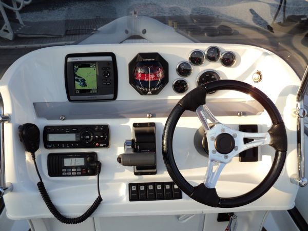 cobra 7.6 with yamaha diesel - console_l