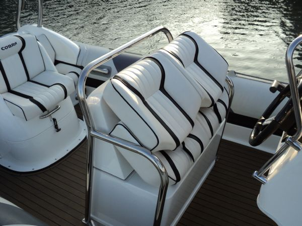 cobra 7.6 with yamaha diesel - helm seat_l