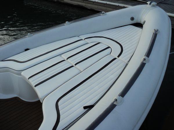 cobra 7.6 with yamaha diesel - sun pad 1(1)_l