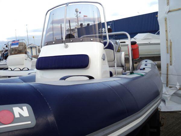 avon 560 with mariner 115 - port tube_l