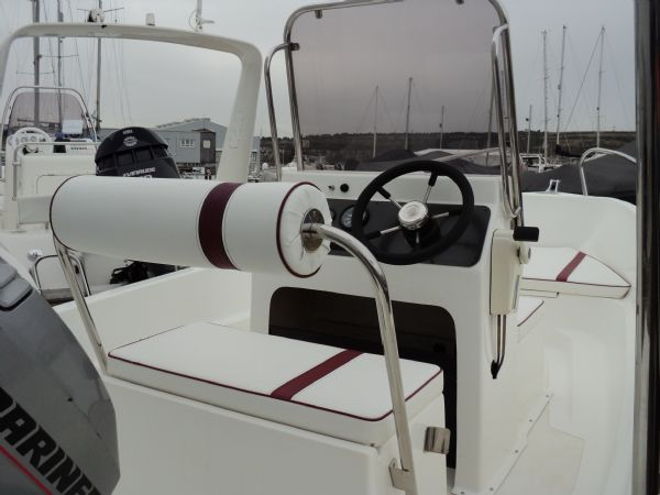 horizon 14ft dory with mariner 40 - helm position_l