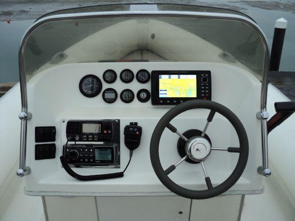 cobra 8.6 with mercruiser inboard - console_l