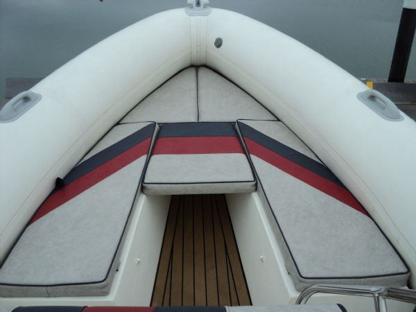 cobra 8.6 with mercruiser inboard - front seating with infill_l
