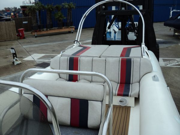 cobra 8.6 with mercruiser inboard - rear seating_l