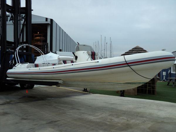 cobra 8.6 with mercruiser inboard - side_l