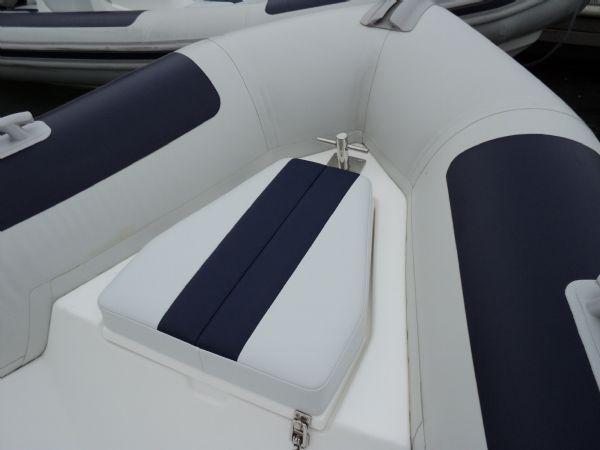 ballistic 5.5 with yamaha 70 - bow seat_l