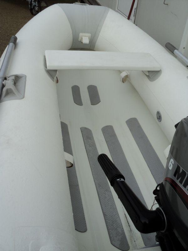 ballistic 260 aluminum hulled rib with mariner 6hp - inside_l