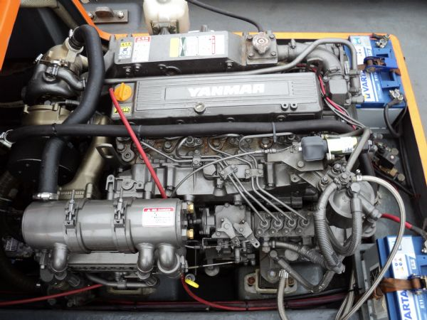 delta 6.5 with yanmar jet drive - engine front_l