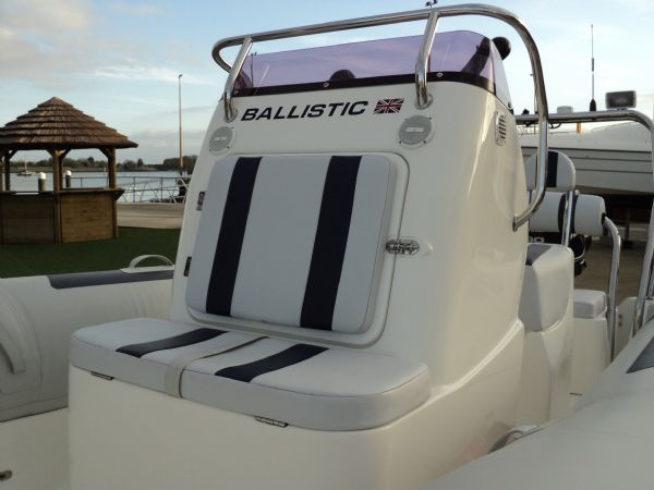 ballistic 5.5 with evinrude 90 - console seat_l
