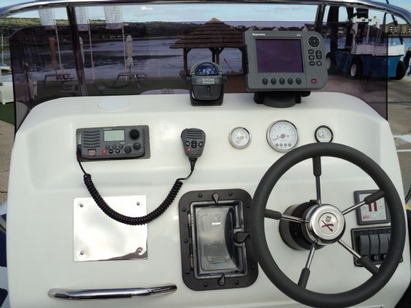 4 - rib x 750 with suzuki 225 - console_l